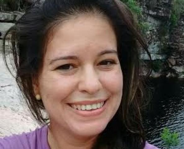 Pé de Serra: Multidão comovida vai às ruas se despedir da professora Ienata; tensão e mistério marcam ato fúnebre