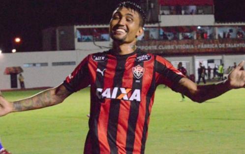 Botafogo se acerta com Vitória e aguarda Kieza para exames ... d56686d86254f